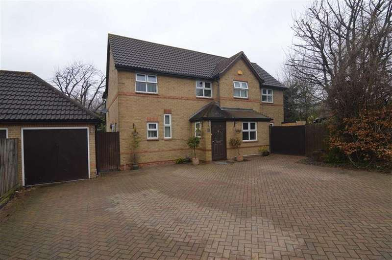 5 Bedrooms Detached House for sale in Moss Bank, Grays, Essex