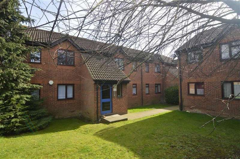 2 Bedrooms Flat for sale in Parsonage Road, Grays, Essex
