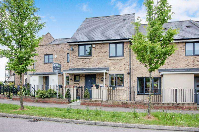 3 Bedrooms Semi Detached House for sale in Stone Hill, St. Neots