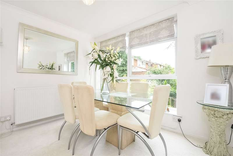 4 Bedrooms Town House for sale in Boulters Court, Maidenhead, Berkshire, SL6