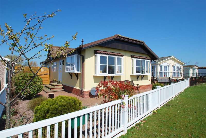 2 Bedrooms Bungalow for sale in Kingfisher Drive, Skegness