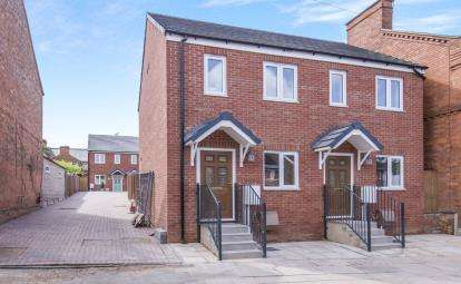 2 Bedrooms Semi Detached House for sale in Lansdowne Road, Leicester