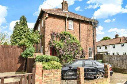3 Bedrooms Maisonette Flat for sale in Whinyates Road, London