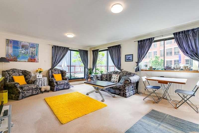 3 Bedrooms Flat for sale in Windsor Way, Brook Green, London, W14
