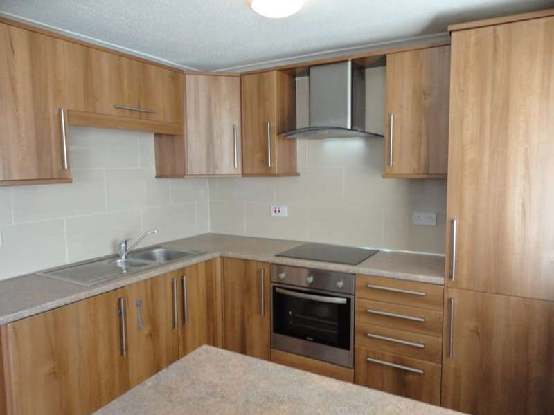 2 Bedrooms Flat for rent in Brentwood Court, Prestwich
