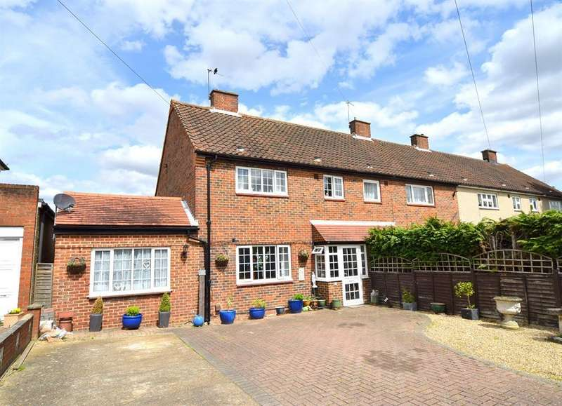 5 Bedrooms Semi Detached House for sale in Mansfield Road, Chessington , Surrey, KT9 2PZ