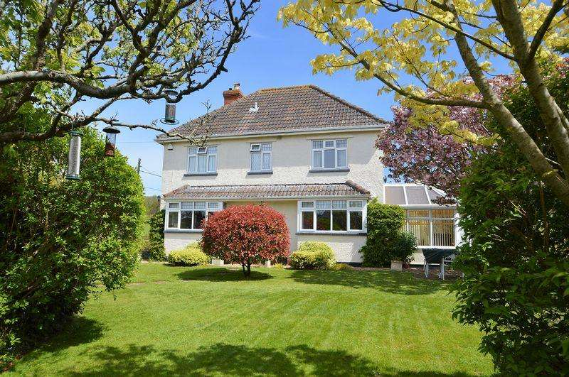 4 Bedrooms Detached House for sale in Adjacent to countryside on the fringe of Congresbury