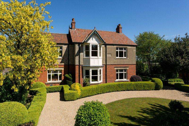 4 Bedrooms Detached House for sale in Temple Lane, Copmanthorpe, York, YO23