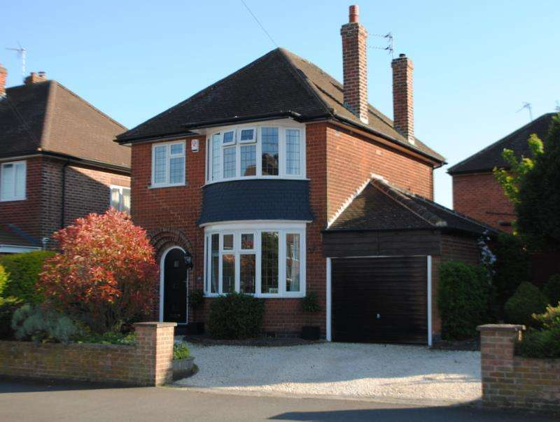 3 Bedrooms Detached House for sale in Holt Drive, Loughborough