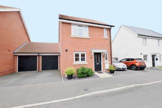 3 Bedrooms Link Detached House for sale in Montague Street, Basildon SS14