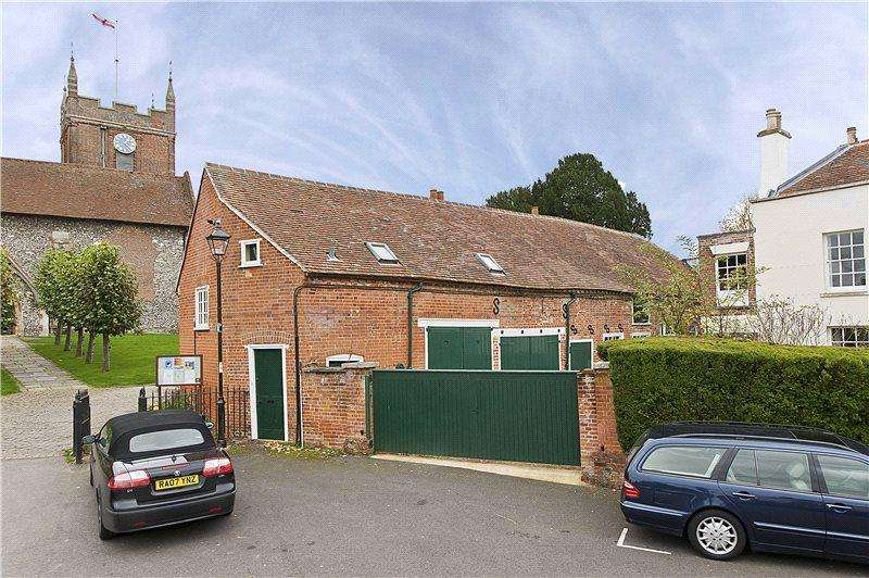 2 Bedrooms Flat for rent in The Bury, Odiham, Hook, Hampshire, RG29