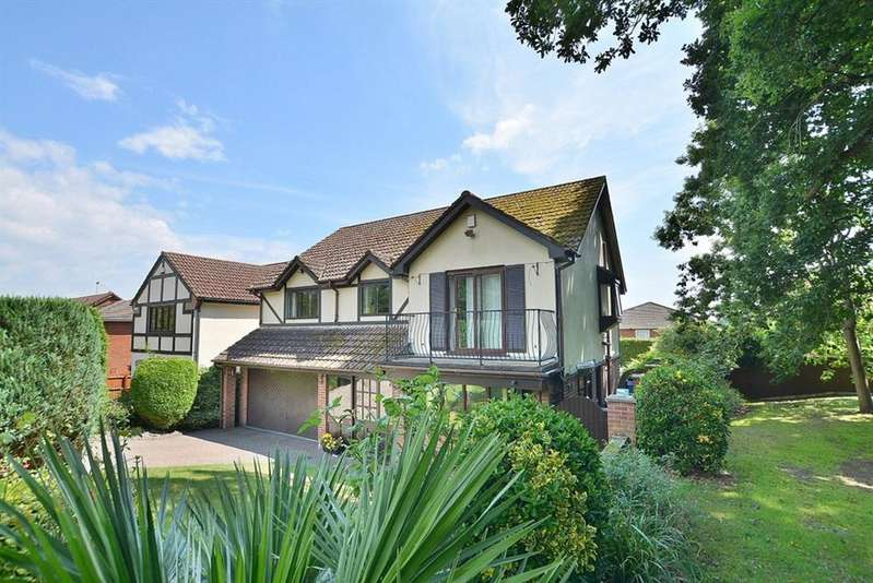 4 Bedrooms Detached House for sale in Hares Green, Bournemouth