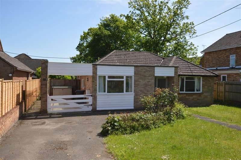 3 Bedrooms Detached Bungalow for sale in Clayhill Road, Burghfield Common, Reading, RG7