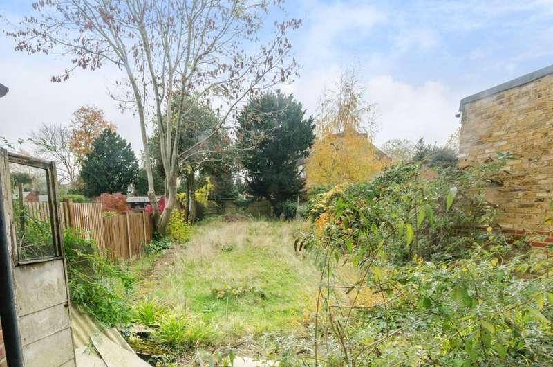 3 Bedrooms House for sale in Fox Lane, Palmers Green, N13