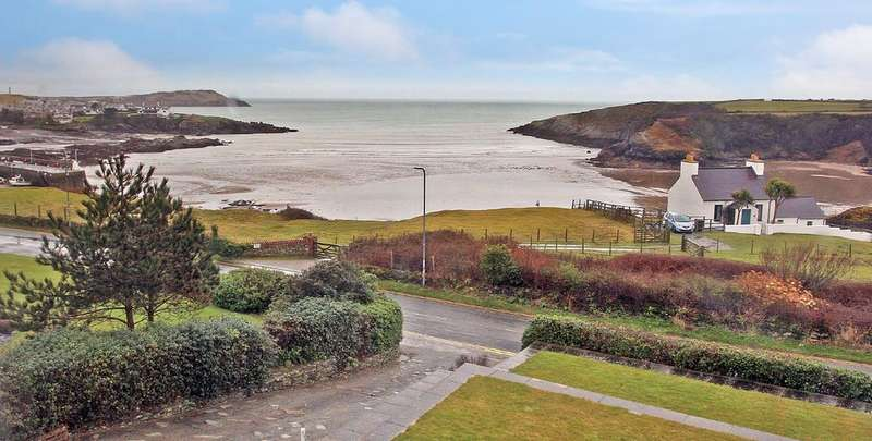 4 Bedrooms Detached House for sale in Cemaes Bay, Anglesey, North Wales
