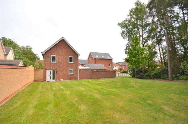 3 Bedrooms Detached House