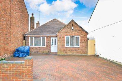 2 Bedrooms Bungalow for sale in Thompson Street, New Bradwell, Milton Keynes, Buckinghamshire