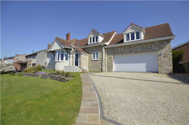4 Bedrooms Detached House for sale in South View Crescent, BS36 2LW