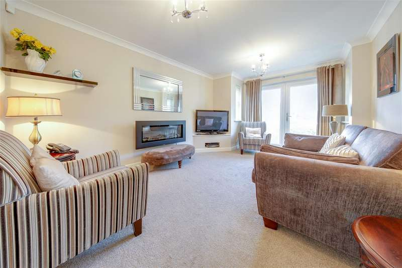 2 Bedrooms Apartment Flat for sale in Grange Park Way, Haslingden, Rossendale