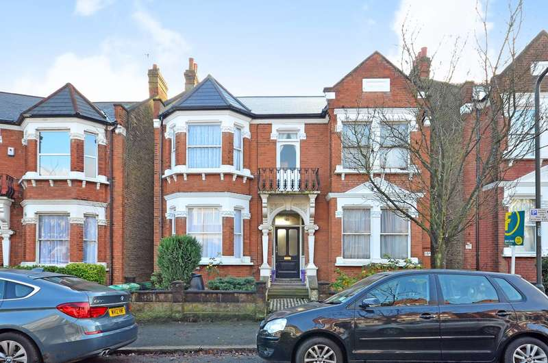 1 Bedroom Flat for sale in Bernard Gardens, Wimbledon, SW19