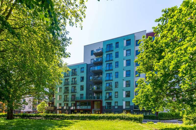 3 Bedrooms Flat for sale in All Saints Road, Acton, W3