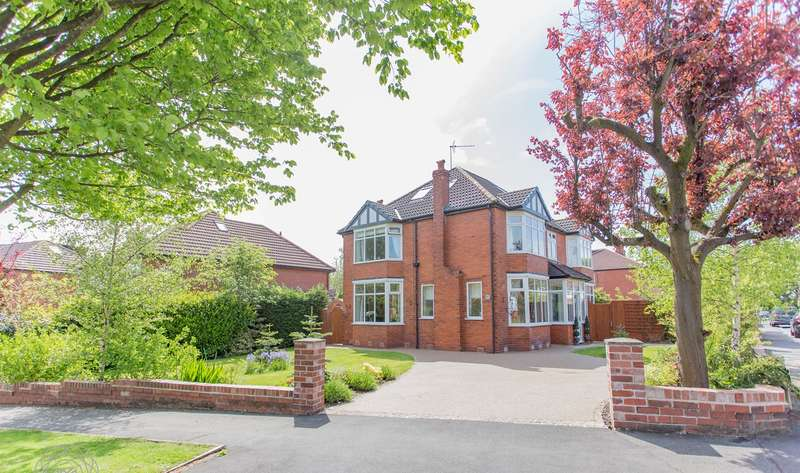 5 Bedrooms Detached House for sale in Broadway, Worsley, Manchester, M28