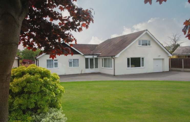4 Bedrooms Detached House for sale in POYNTON ( DICKENS LANE )