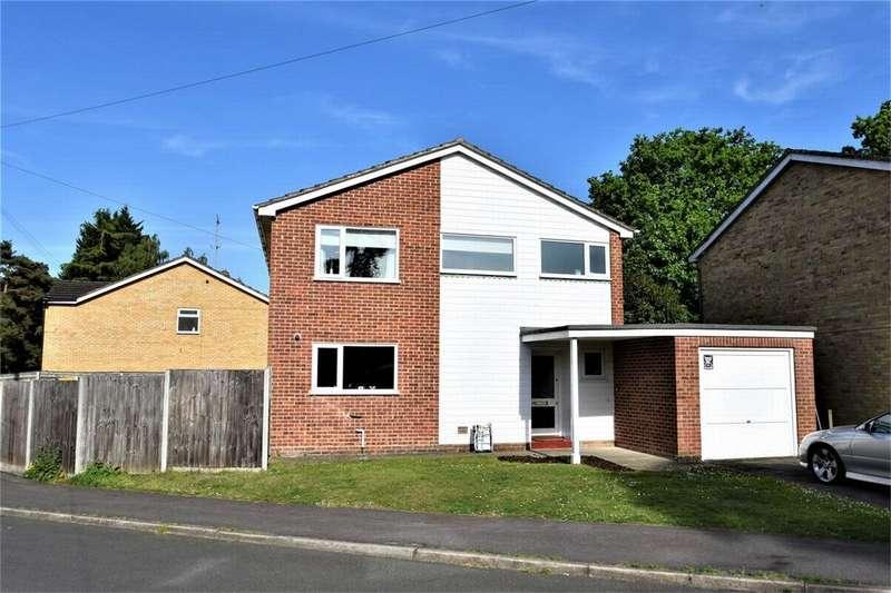 3 Bedrooms Detached House for sale in Lyneham Road, CROWTHORNE, Berkshire