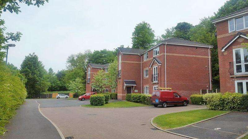 2 Bedrooms Apartment Flat for sale in Summerlea Close, Macclesfield