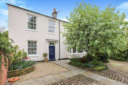 5 Bedrooms Detached House for sale in Fields Road, Alsager, Stoke-on-Trent, Cheshire