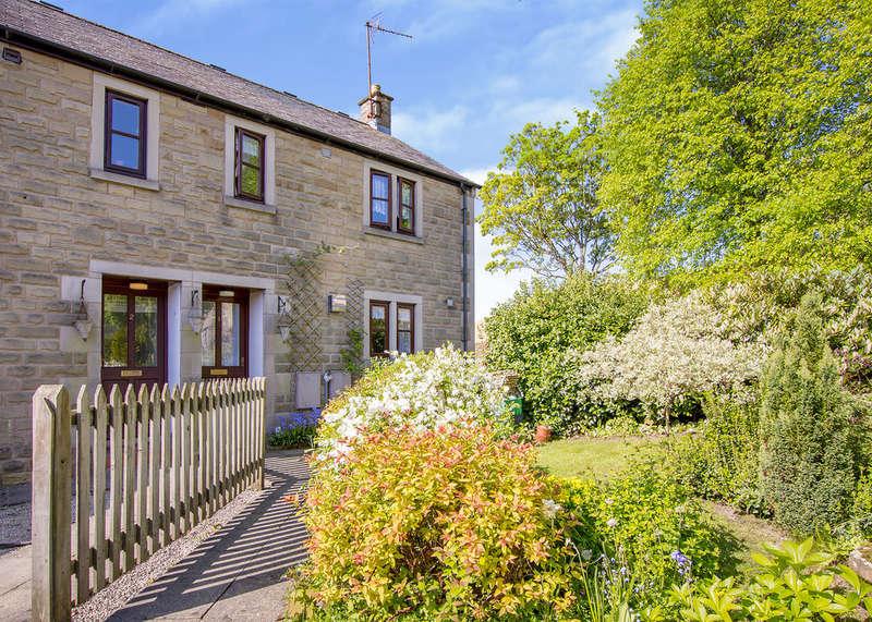 2 Bedrooms Semi Detached House for sale in Elizabeth Court, Baslow, Bakewell