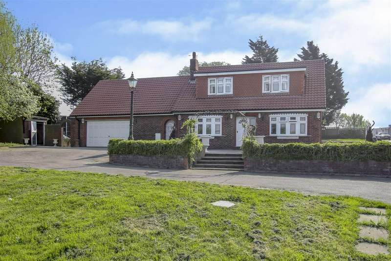 2 Bedrooms Detached House for sale in Risebridge Chase, Romford