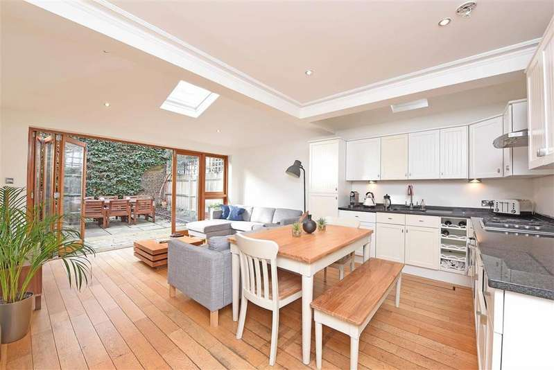 2 Bedrooms Flat for sale in Altenburg Gardens, SW11
