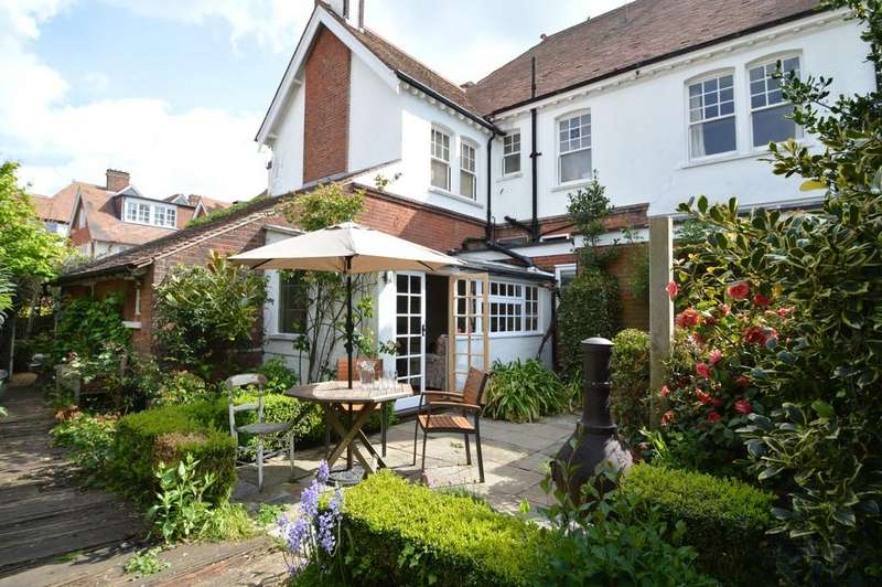 4 Bedrooms Semi Detached House for sale in Cromer