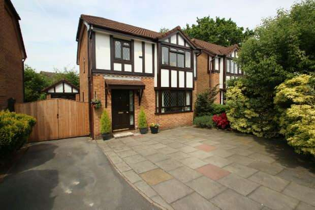 3 Bedrooms Detached House for sale in Silverbirch Close, Sale