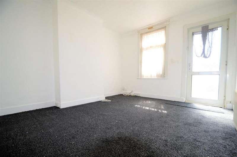 2 Bedrooms House for rent in Hothfield Road, Rainham, Gillingham