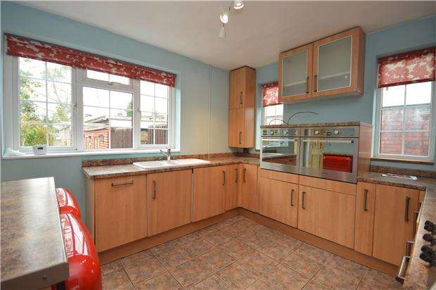 4 Bedrooms Semi Detached House for rent in St. Edyths Road, BRISTOL, BS9