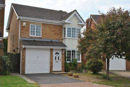 3 Bedrooms Detached House for sale in Foxglove Drive, Biggleswade, Bedfordshire
