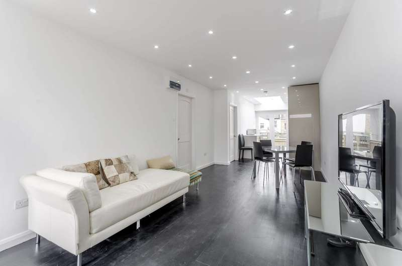 3 Bedrooms Semi Detached House for sale in Bassingham Road, Wandsworth, SW18