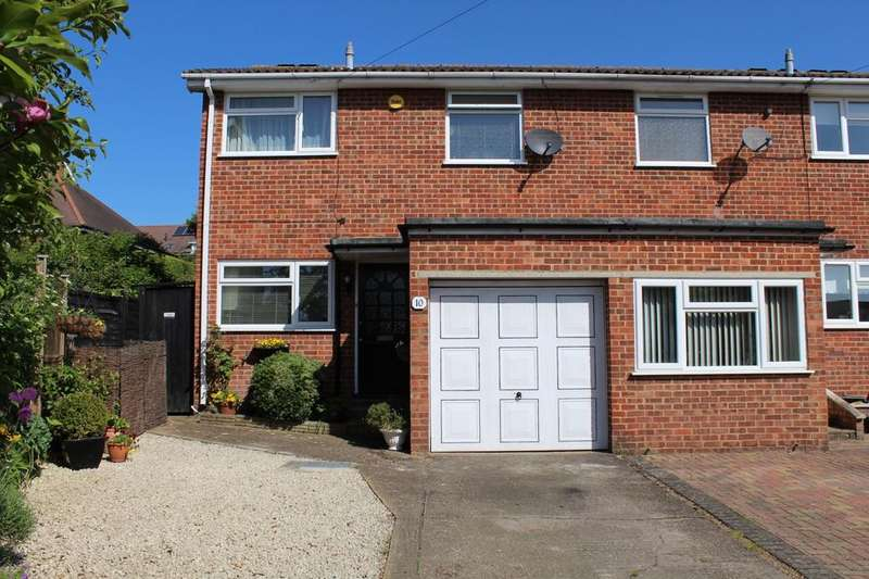 3 Bedrooms House for sale in Mead Close, Marlow - End Terrace