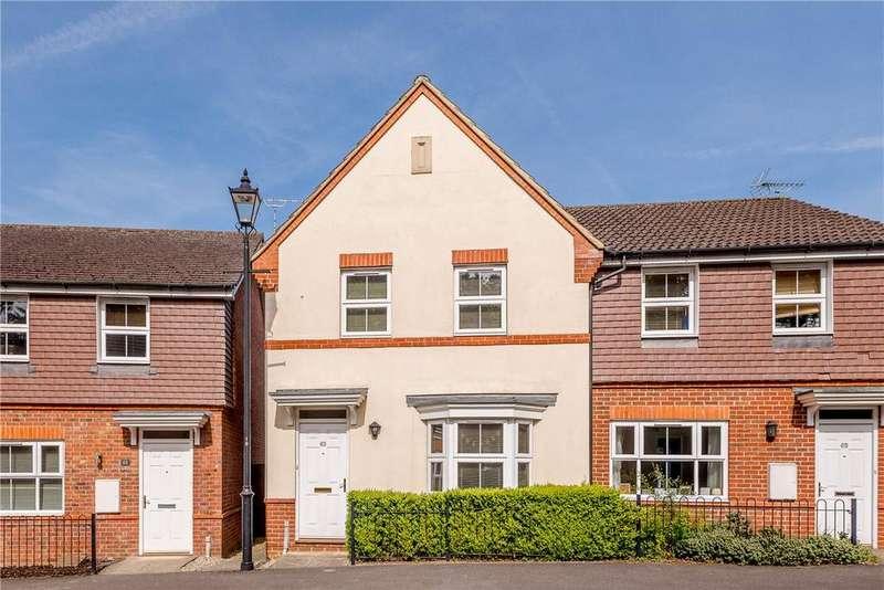 3 Bedrooms Semi Detached House for sale in Mandarin Drive, Newbury, Berkshire, RG14