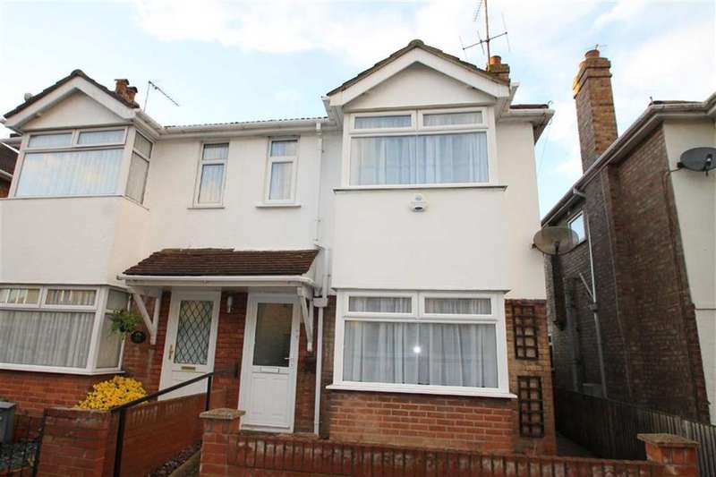 3 Bedrooms Semi Detached House for rent in Clacton-on-Sea