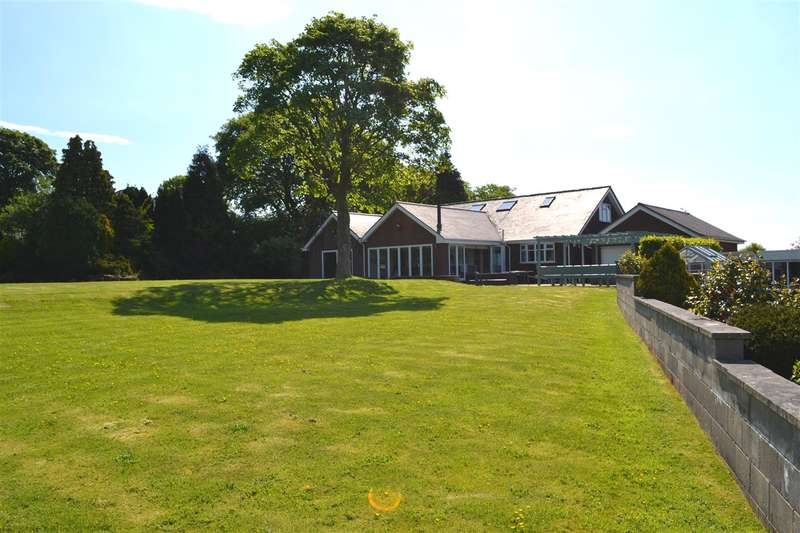 4 Bedrooms Detached House for sale in Dicconson Lane, Westhoughton