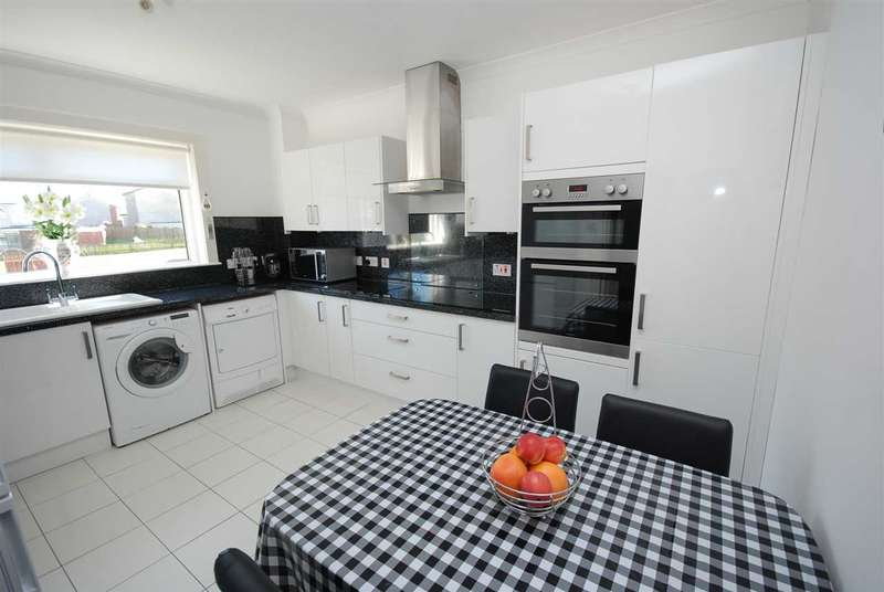 3 Bedrooms Terraced House for sale in Chapelhill Mount, Ardrossan