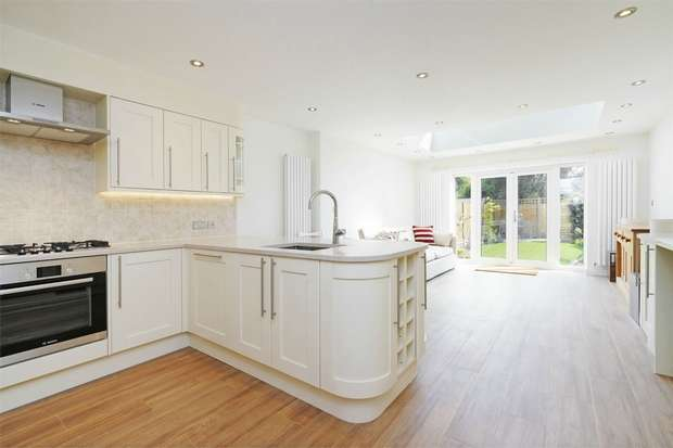 4 Bedrooms Terraced House for sale in Dell Way, Ealing