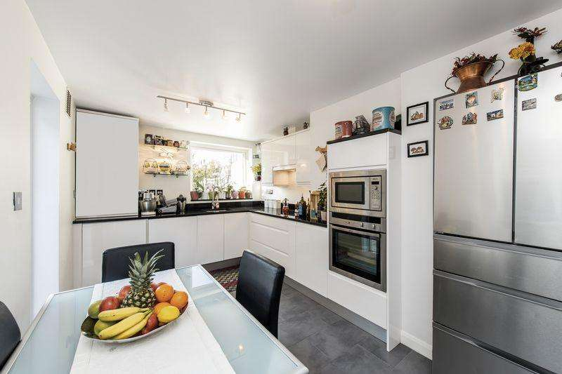 3 Bedrooms House for sale in 27 Longley Street, London