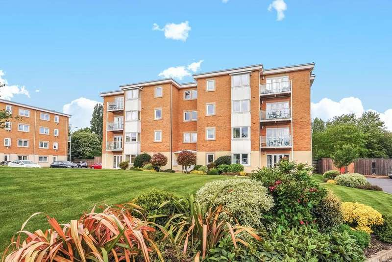3 Bedrooms Flat for sale in Greenview Drive, Raynes Park