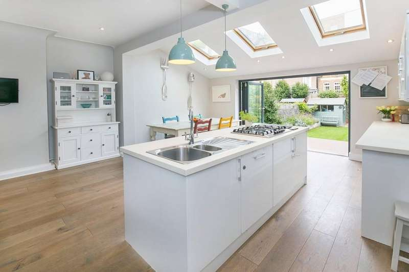5 Bedrooms Terraced House for sale in Birchlands Avenue, London