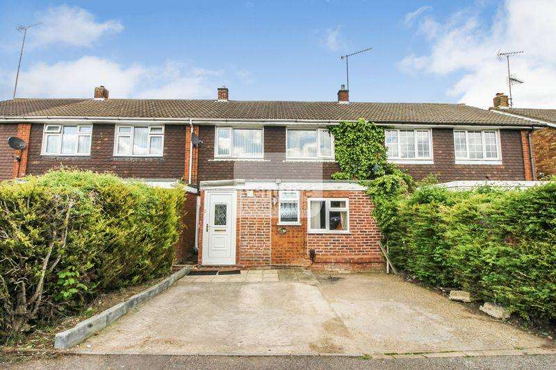 3 Bedrooms Terraced House for sale in Andover Close, Luton