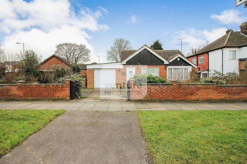 3 Bedrooms Bungalow for sale in Mayne Avenue, Luton